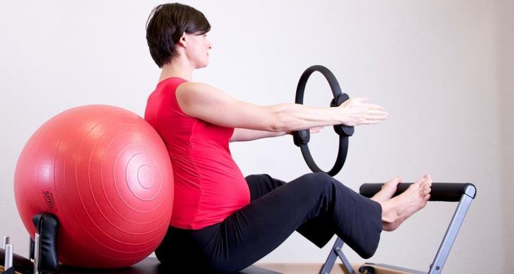 Método pilates, ayuda a fortalecer el abdomen, espalda y músculos del suelo pélvico